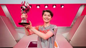 The Overwatch League will offer a refund on Sinatra's MVP skin following allegations of abuse