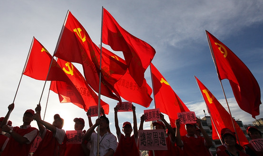 Sindicalistas durante uma manifestação no sul da China. (Foto: Ed Jones/AFP via Getty Images)
