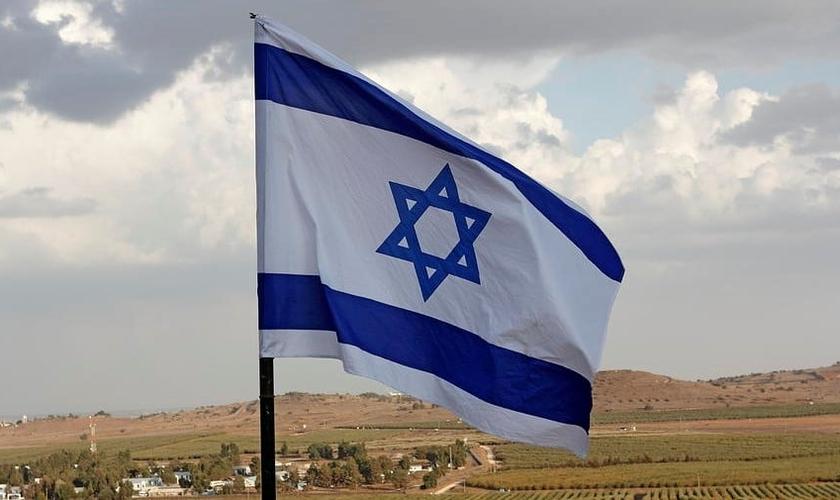 Bandeira de Israel nas Colinas de Golan. (Foto: Reprodução/Ronald Jansen).