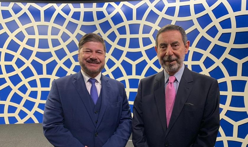 Joel Engel ao lado do embaixador Osmar Chohfi na Câmara de Comércio Árabe-Brasileira. (Foto: Ministério Engel)
