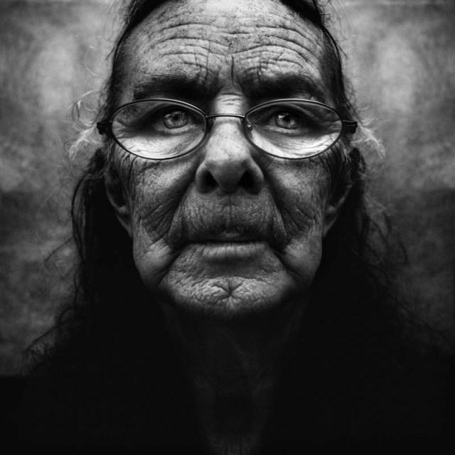 homeless black and white portraits lee jeffries 21 25 Incredibly Detailed Black And White Portraits of the Homeless by Lee Jeffries