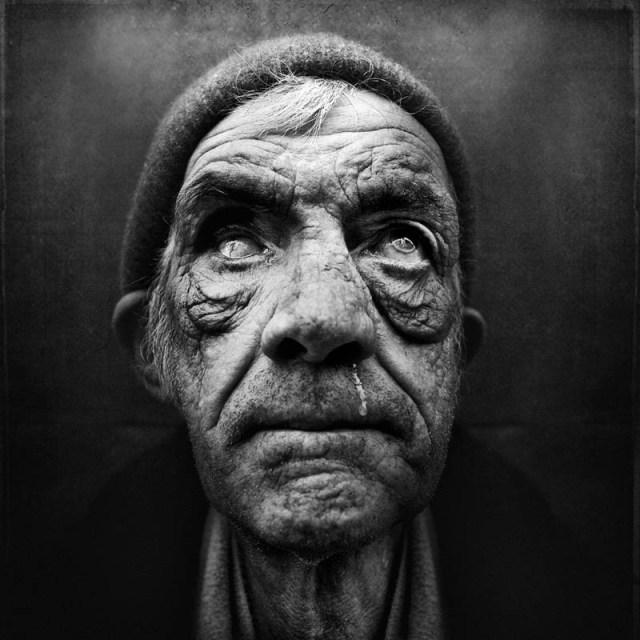 homeless black and white portraits lee jeffries 24 25 Incredibly Detailed Black And White Portraits of the Homeless by Lee Jeffries