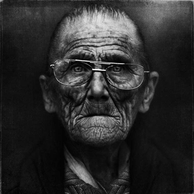 homeless black and white portraits lee jeffries 42 25 Incredibly Detailed Black And White Portraits of the Homeless by Lee Jeffries