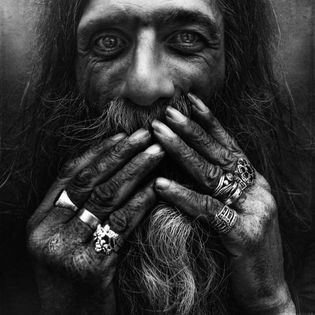 homeless black and white portraits lee jeffries 43 25 Incredibly Detailed Black And White Portraits of the Homeless by Lee Jeffries