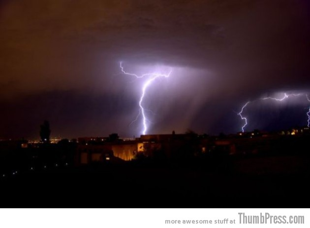 Lightning Thumbpress 2 630x462 Horrifying Lightning Storm Over Albuquerque, New Mexico