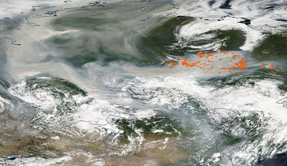 A satellite image of smoke covering Russia and streching towards the North Pole.