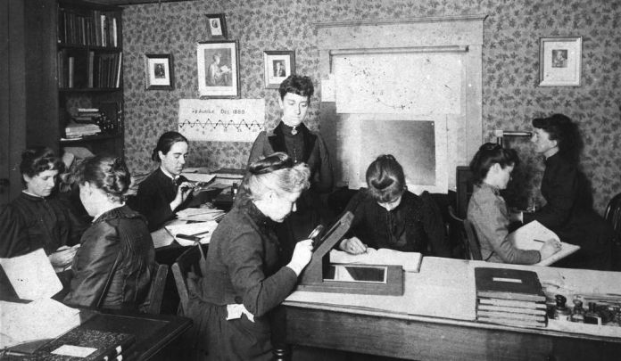 A group of Harvard computers and astronomers.