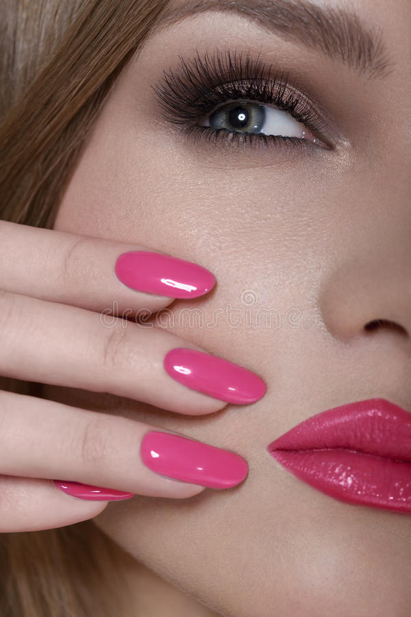 Red Lips Pink Nails | Lipstutorial.org