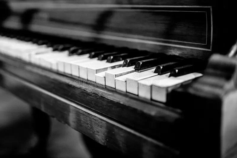 5 325 vintage piano black white photos