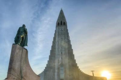 Catedral De Hallgrimskirkja En Reykjavik, Islandia Foto de ...