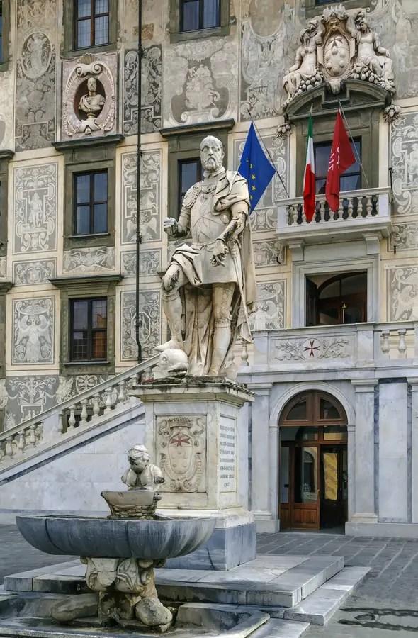 Estatua De Cosimo I, Pisa, Italia Foto de archivo - Imagen de ...