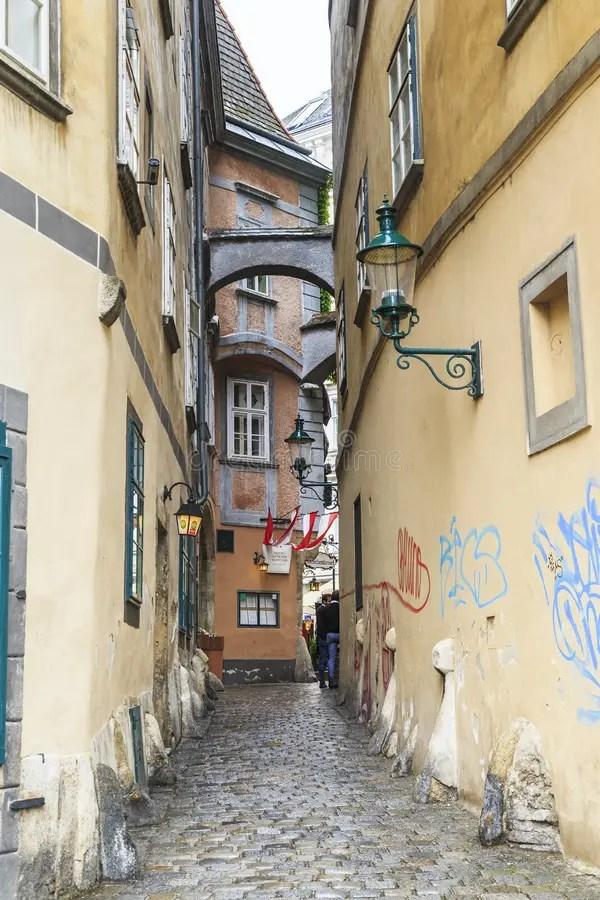 La calle medieval en Viena fotografía editorial. Imagen de austria ...