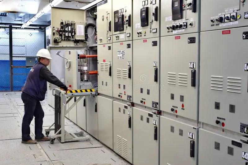switch room electrical engineer control switchgear panel kovdor murmansk region russia september mining plant metal clad 62667509 - Painéis Elétricos