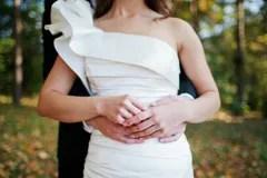 https://i2.wp.com/thumbs.dreamstime.com/t/mani-della-holding-delle-coppie-di-cerimonia-nuziale-27011941.jpg