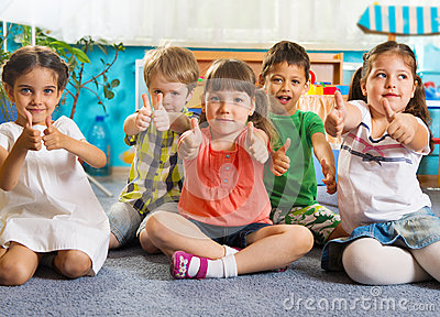 https://i2.wp.com/thumbs.dreamstime.com/x/five-little-children-thumbs-up-sitting-floor-sign-31452748.jpg?w=960