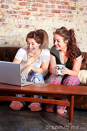 Surprised Teens Networking Royalty Free Stock Images