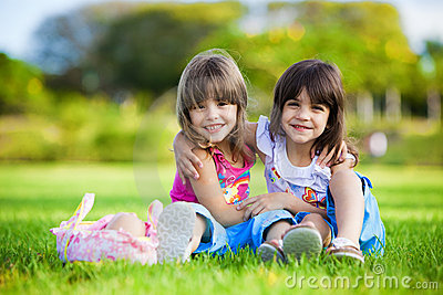 https://i2.wp.com/thumbs.dreamstime.com/x/two-young-smiling-girls-hugging-grass-12426141.jpg
