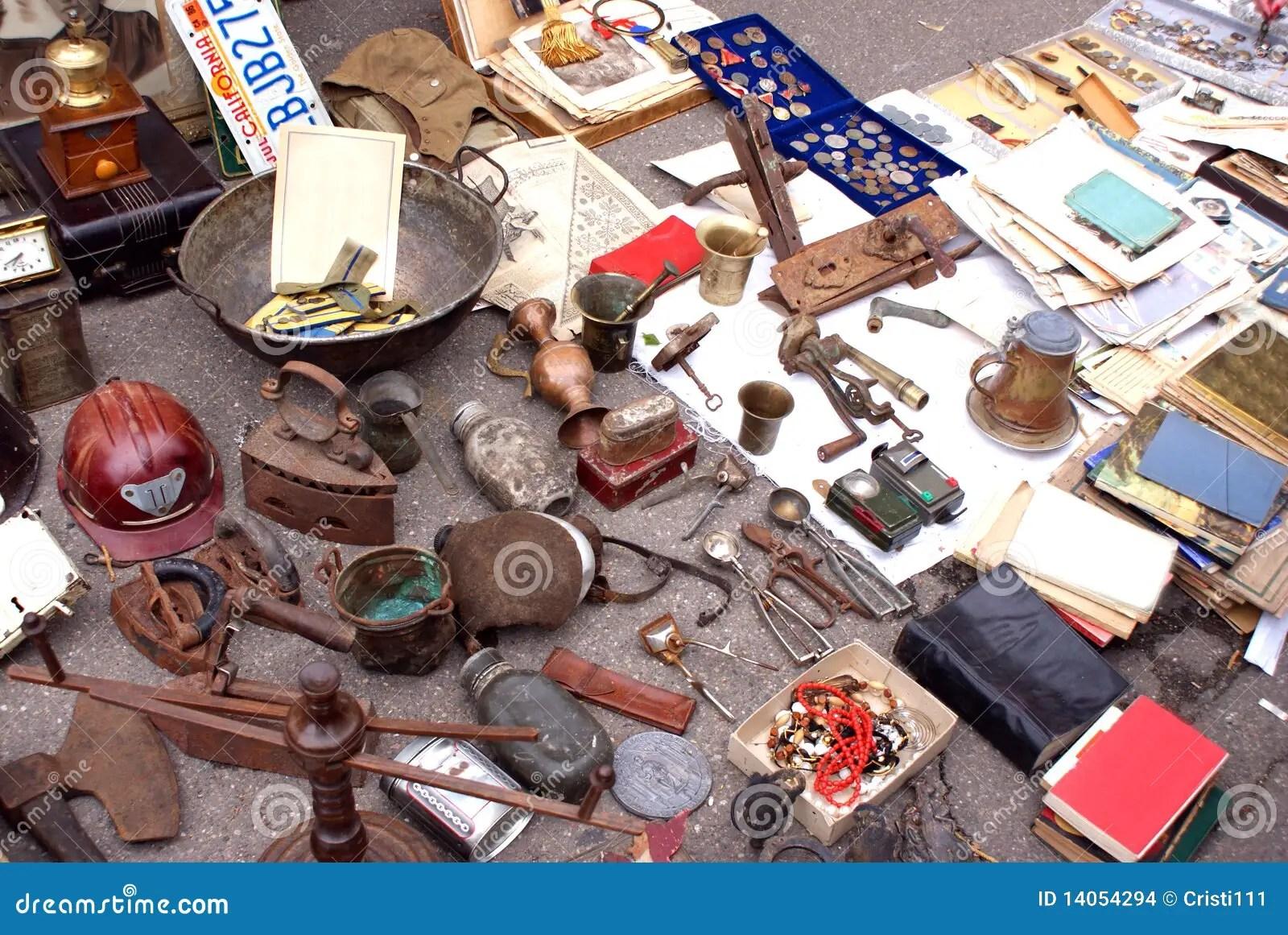 antiquites a vendre photo stock image du vendre antiquites 14054294