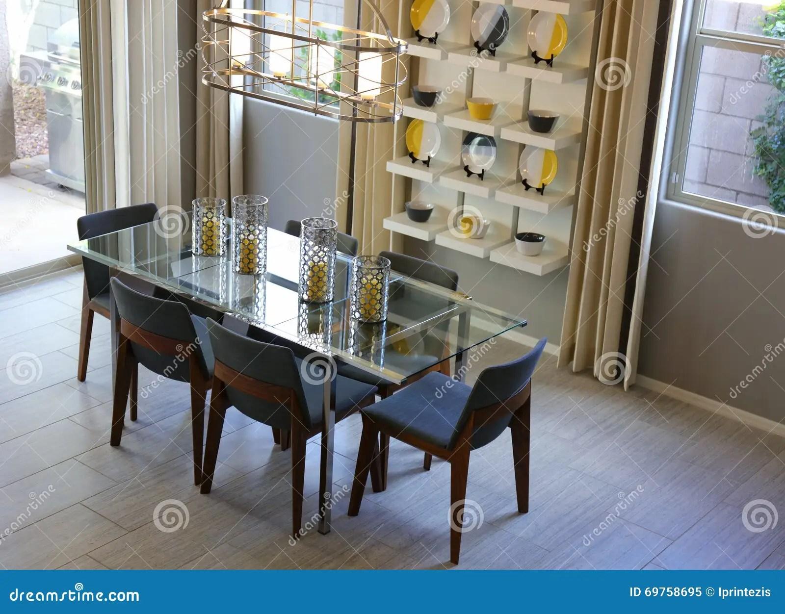 arrangement de tableau de salle a manger image stock image du manger arrangement 69758695