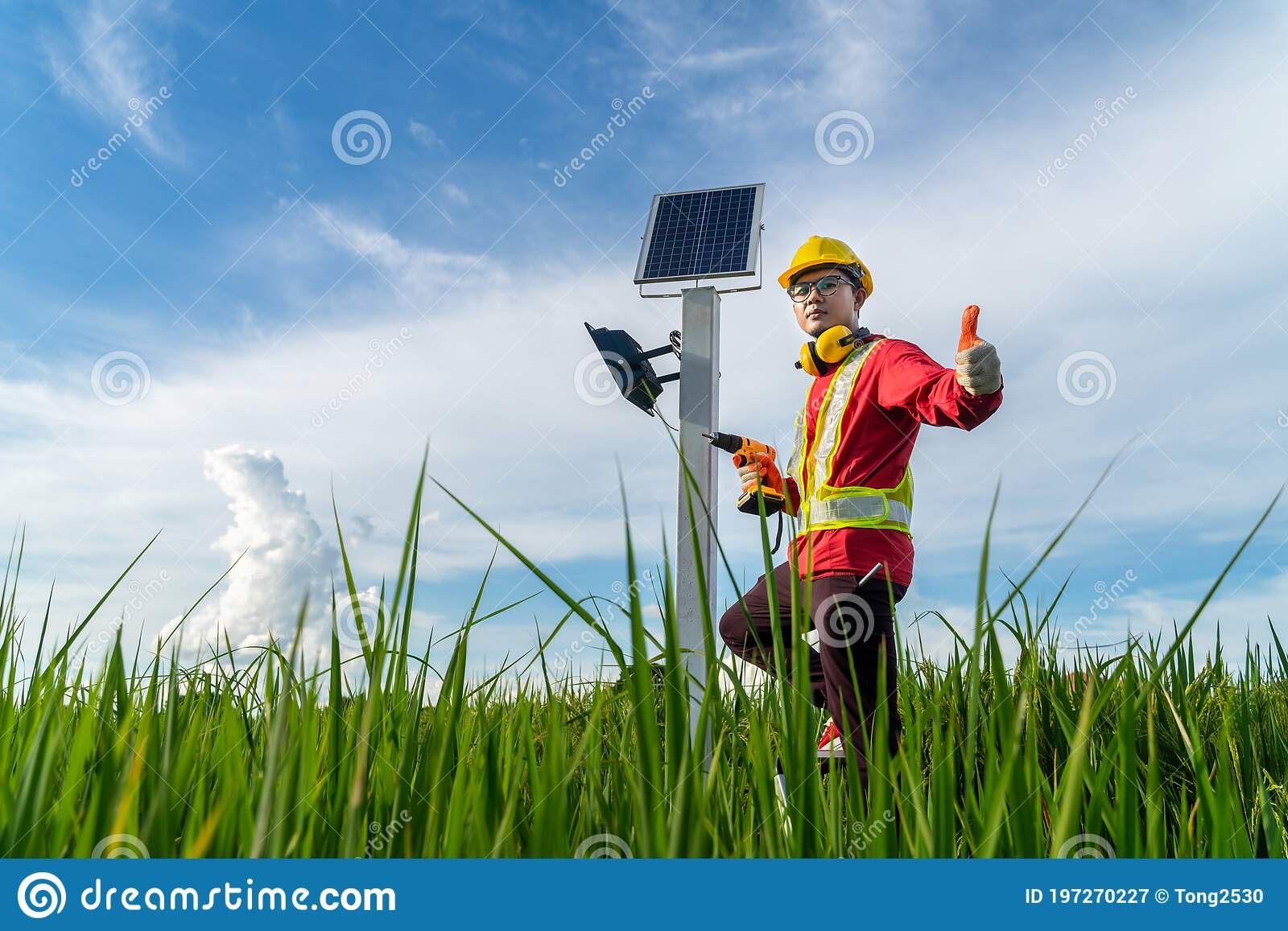 asian technician install the maintenance of the solar panels giving confidence in quality outdoor lighting pole with small solar stock image image of future change 197270227