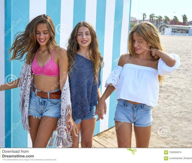 Best Friends Teen Girls Group Happy In Summer