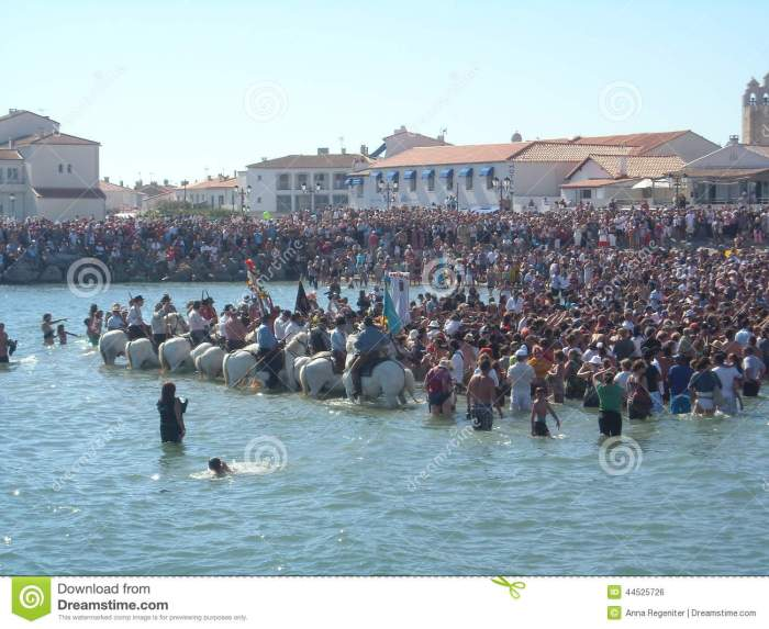Blessing Of The Sea, Saintes Maries De La Mer, France Editorial Photo -  Image of religious, water: 44525726