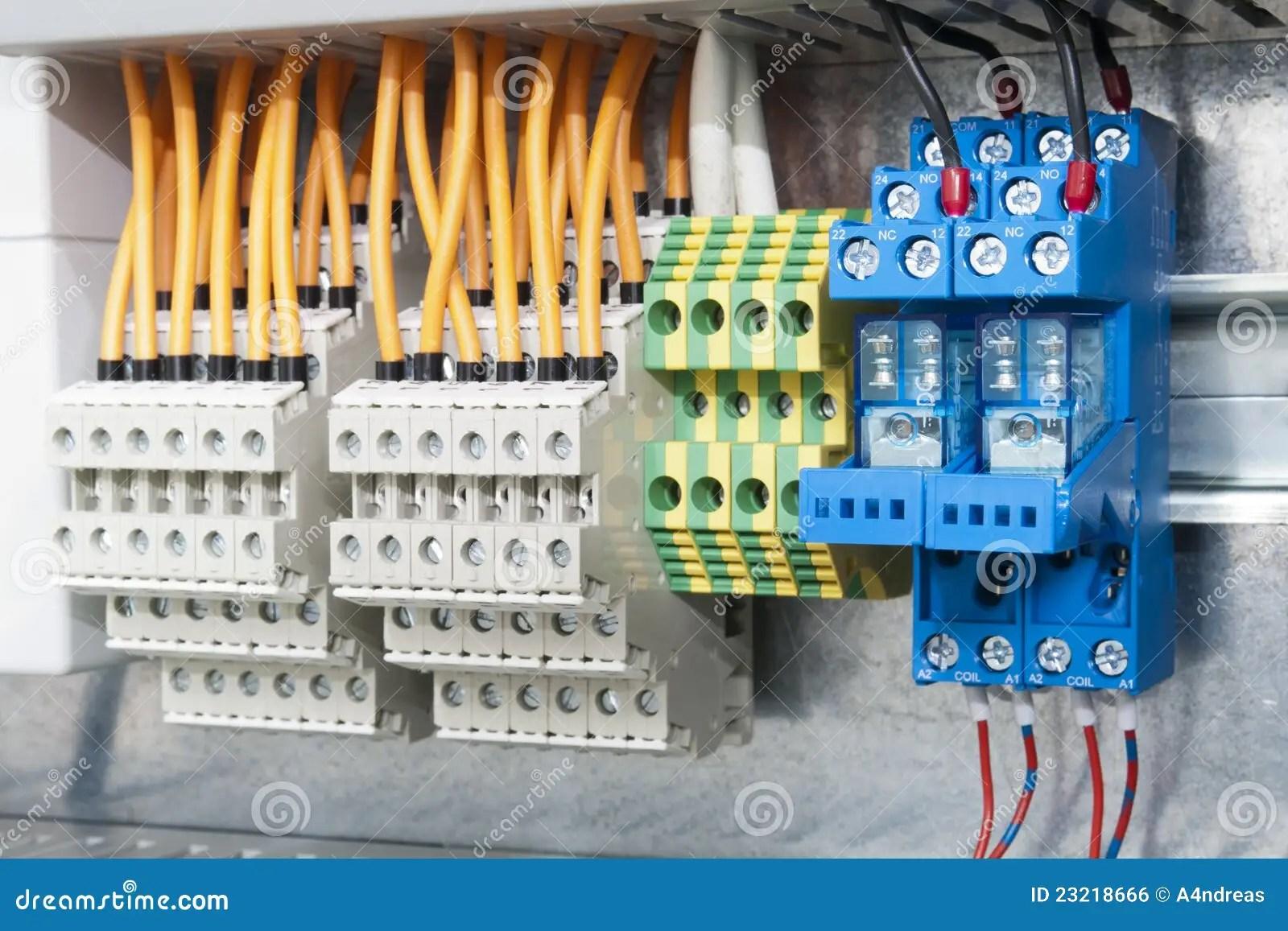 Blocos Terminais Eltricos Na Barra Foto De Stock Imagem