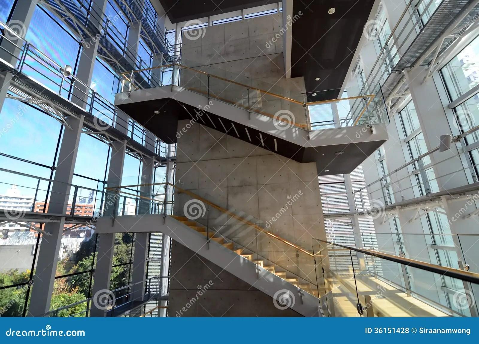 Cage Descalier Dans Un Btiment Moderne Photos Libres De