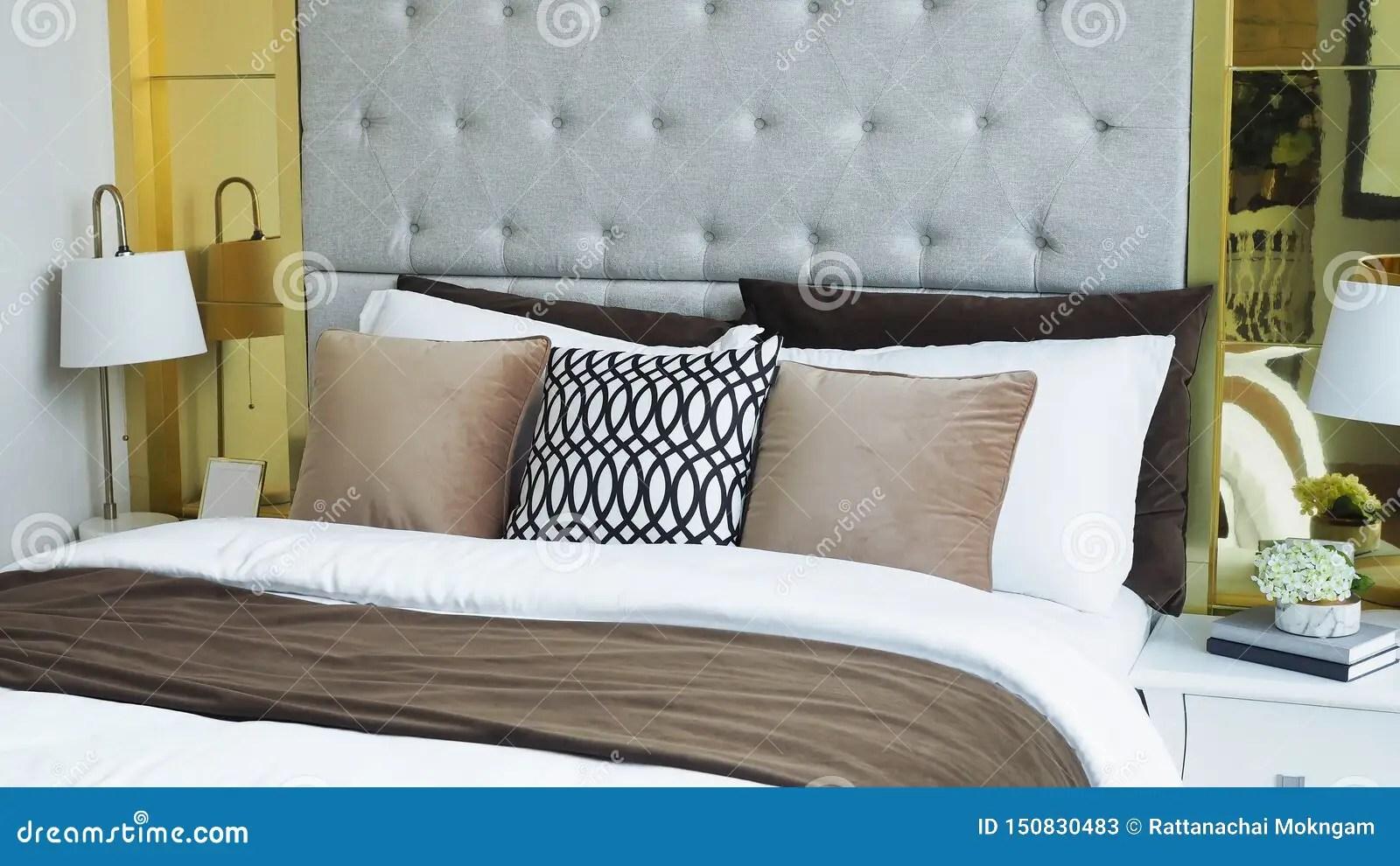 chambre moderne oreillers et coussins