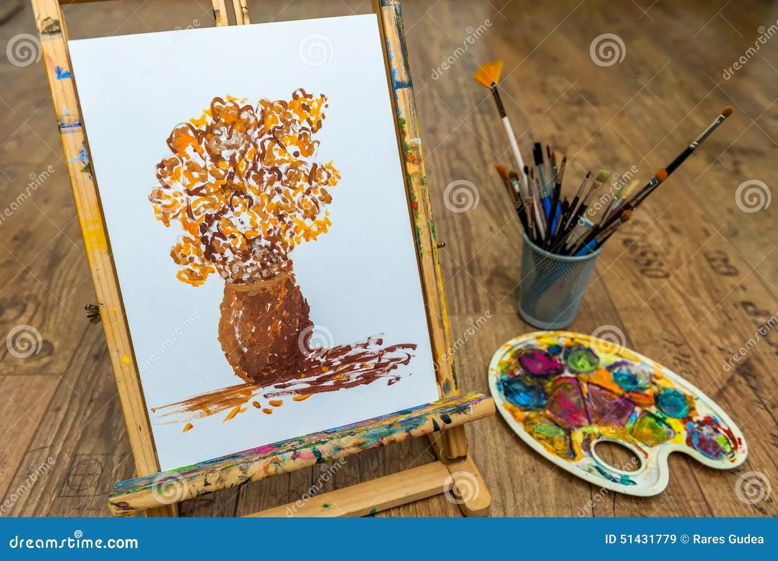 Chevalet Avec Le Dessin Dtudiant De Fleur Avec La