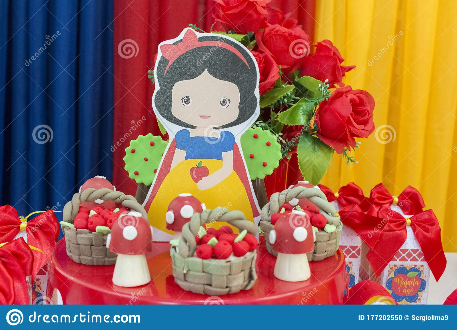 Colorful Birthday Party Decoration Theme Of Snow White And The Seven Dwarfs Editorial Image Image Of Glamour Balloon 177202550