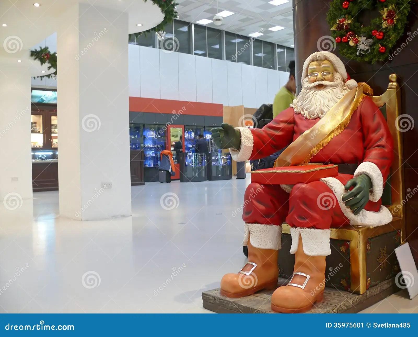 Dammam King Fahd International Airport Statue Of Santa