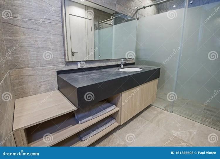 Diseno Interior De Bano En Apartamento De Lujo Foto De Archivo Imagen De Tapa Sitio 161286606