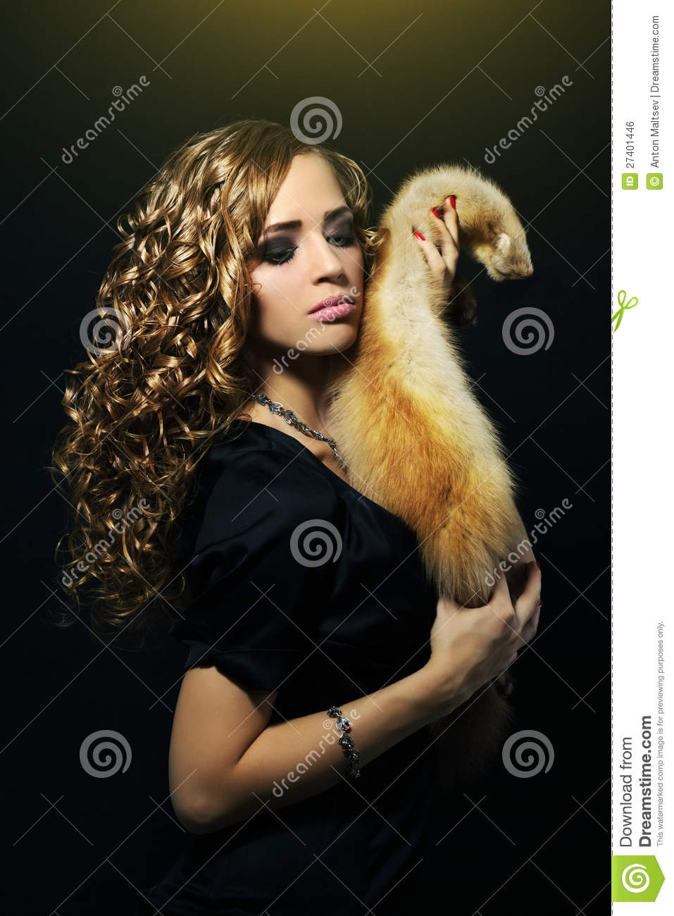 Elegance Woman Holding A Fox Fur Royalty Free Stock Image