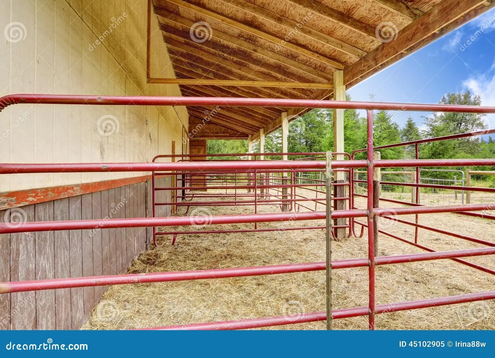 grange de cheval avec l ecurie d exterieur