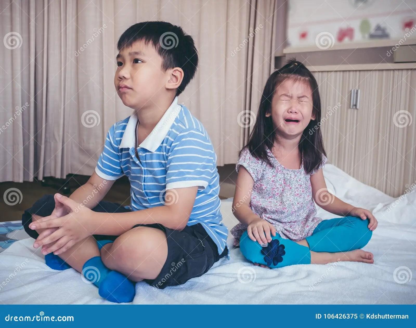 Het Ruzie Maken Conflict Van Kinderen
