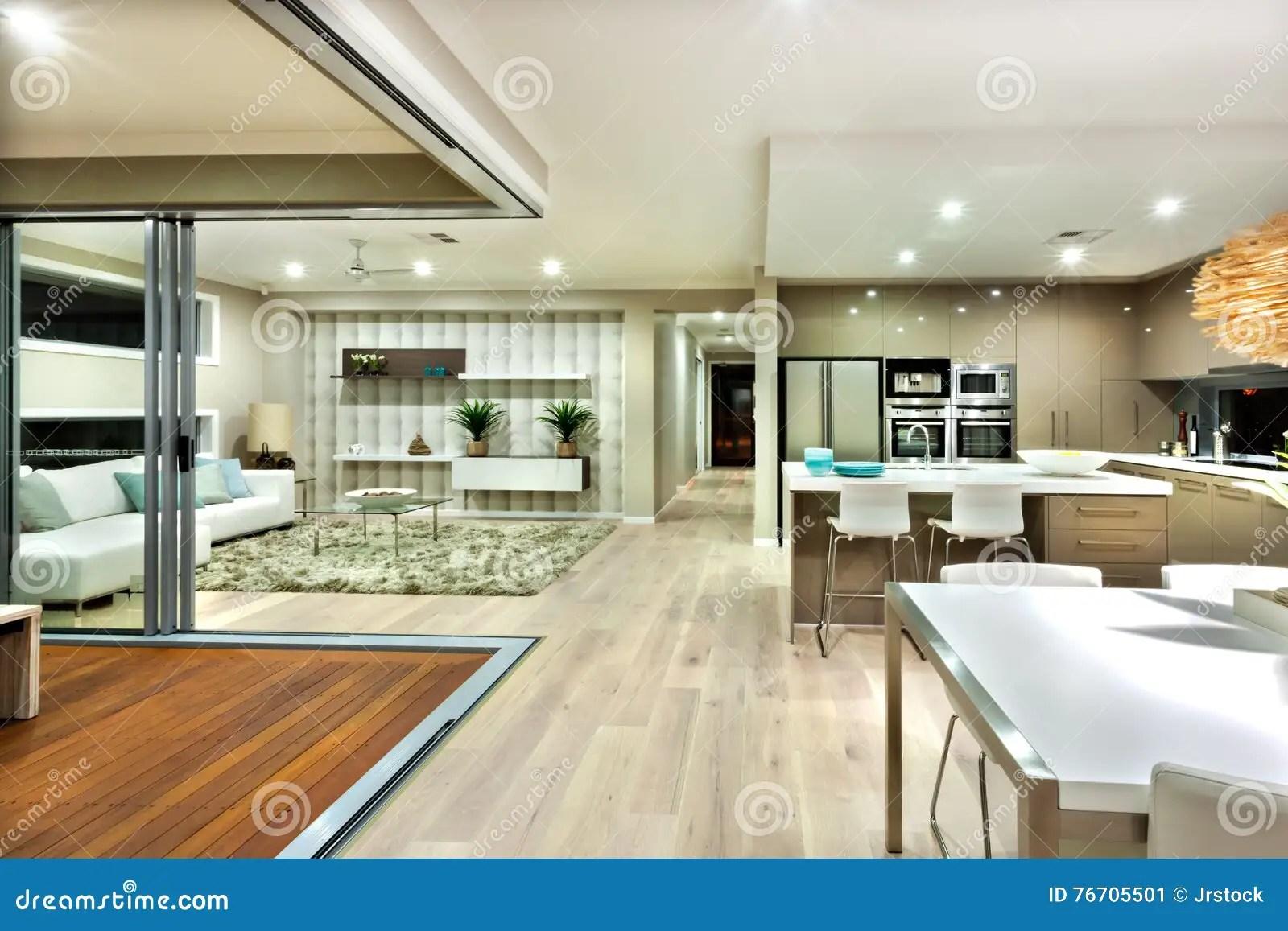 innenpanorama des modernen hauses mit kuche und dem wohnzimmer stockbild bild von hauses innenpanorama 76705501