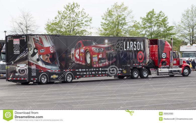 Kyle Larson #42 NASCAR editorial image. Image of chevrolet - 39952680