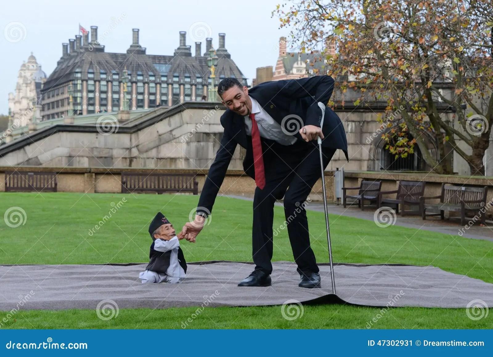 London World S Tallest Man And Shortest Man Meet On