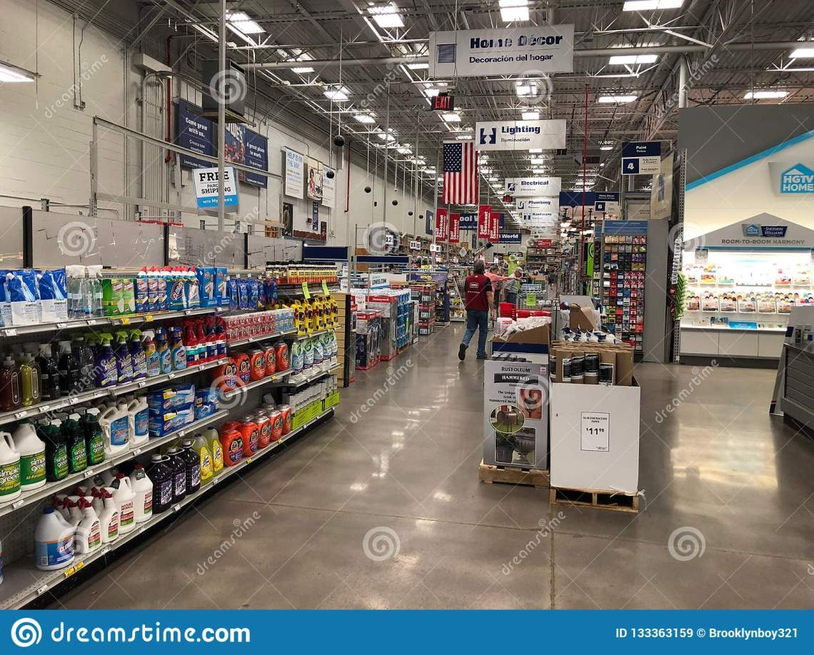 Lowes Home Improvement Store Editorial Stock Image Image Of Gilbert Garden 133363159
