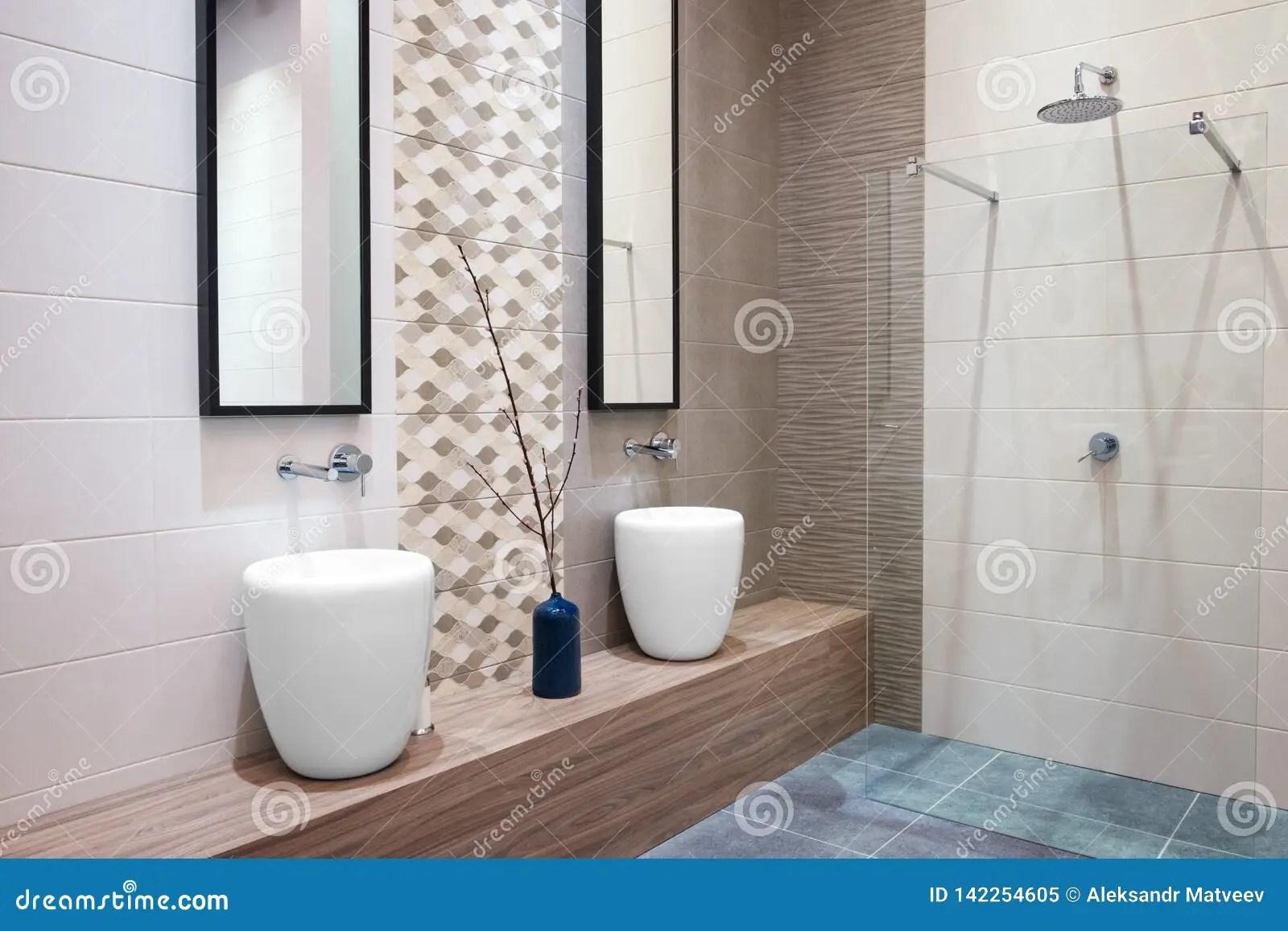 belle salle de bains grise beige