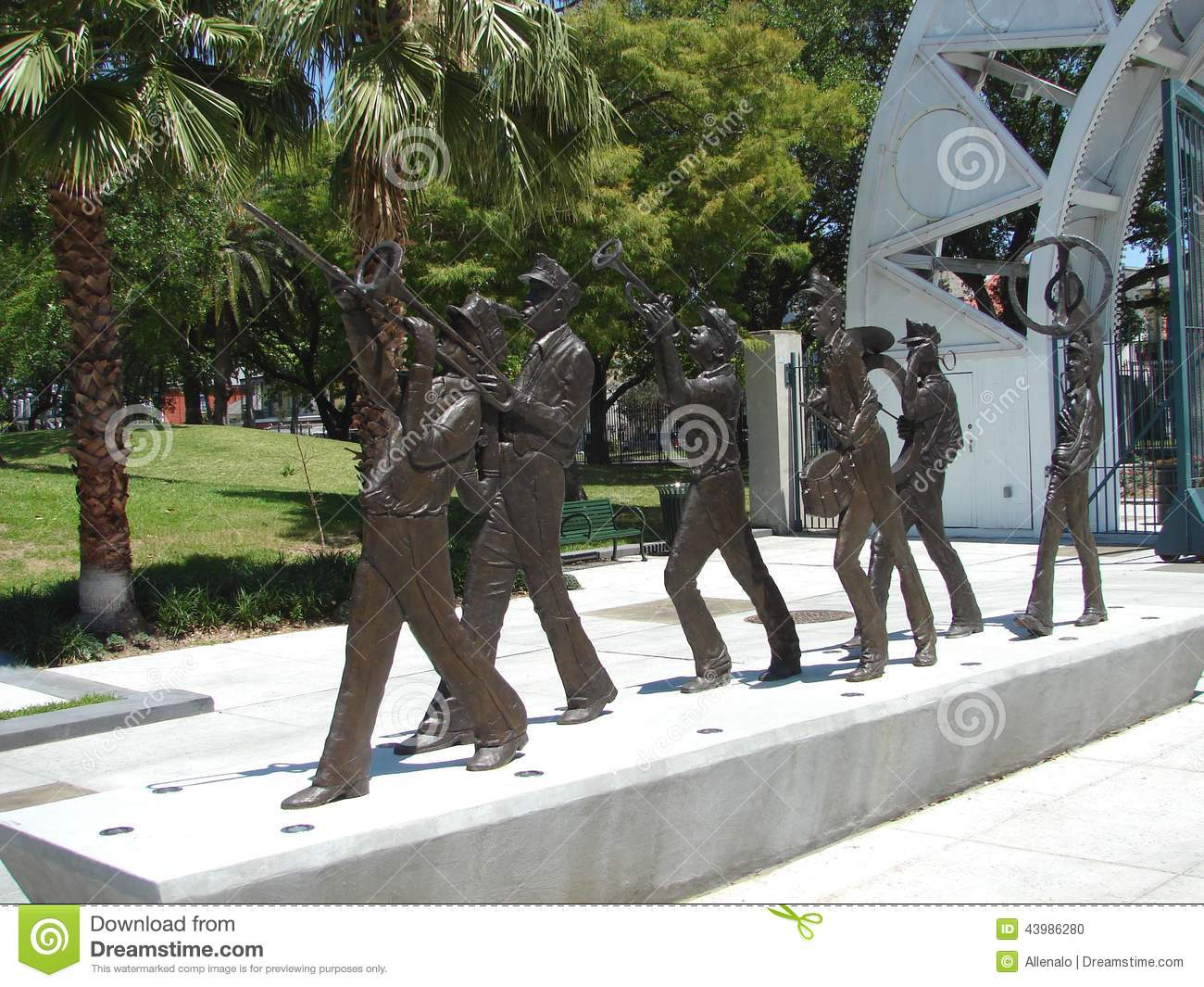 New Orleans Marching Brass Band Sculpture In Louis