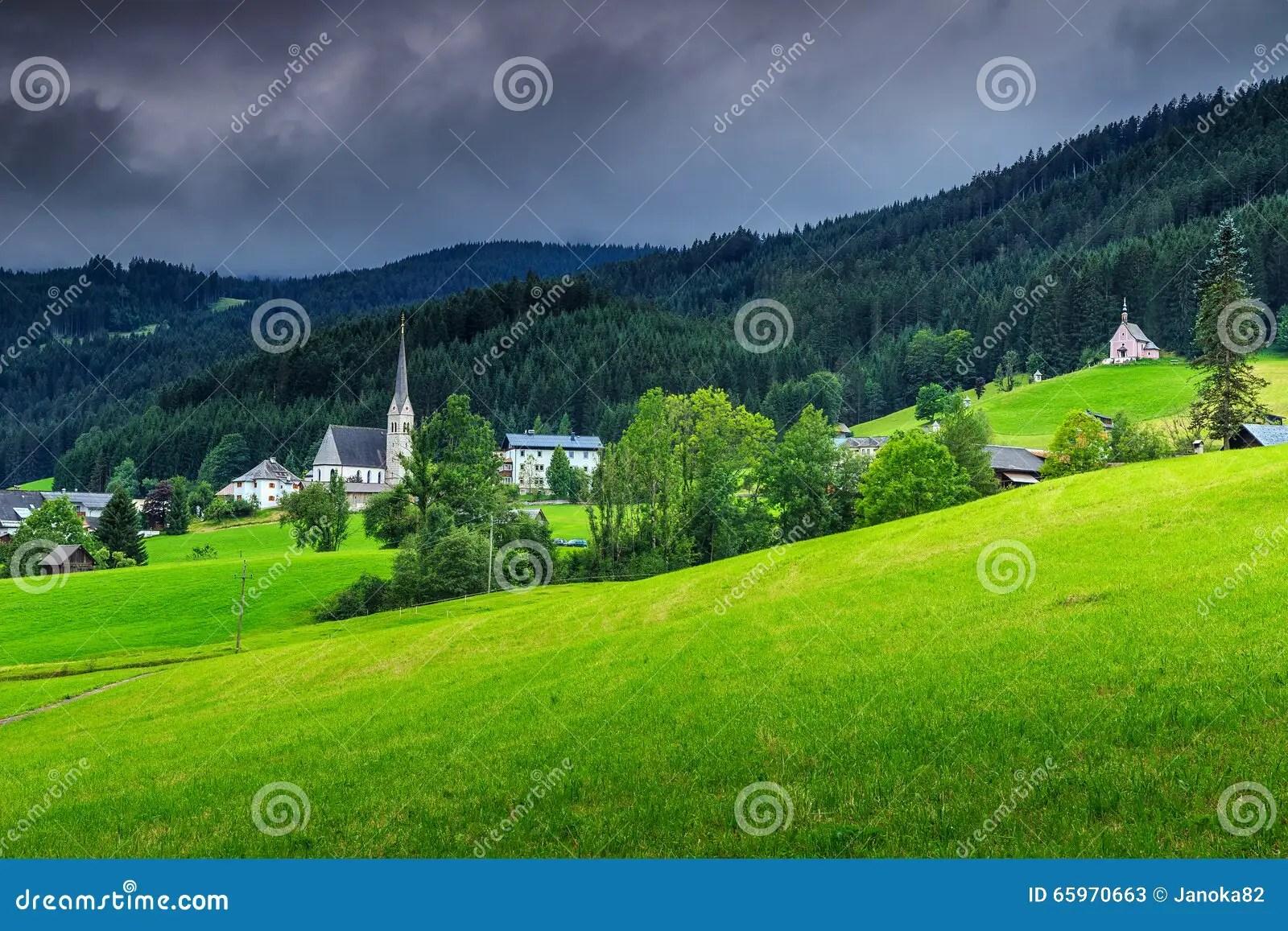 download paysage renversant de ressort avec les nuages fonces gosau autriche l