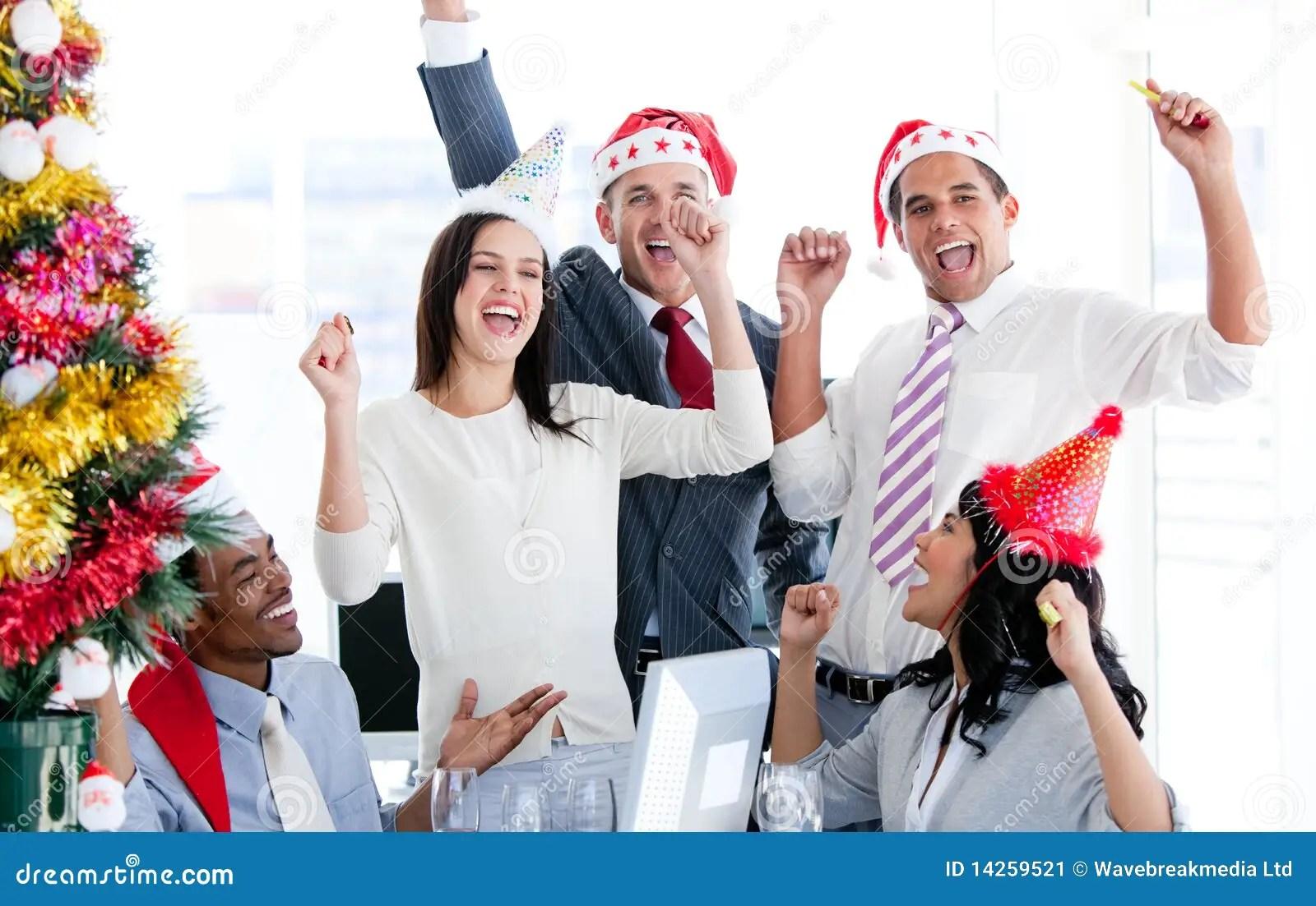 Personas Del Asunto Que Celebran La Navidad Imagen De