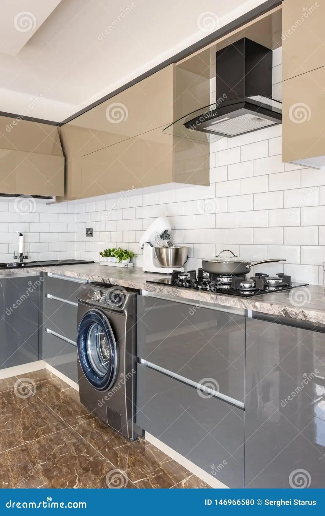 https fr dreamstime com plan rapproch d int rieur blanc beige gris moderne luxe cuisine grise blanche con ue spacieuse surface travail image146966580