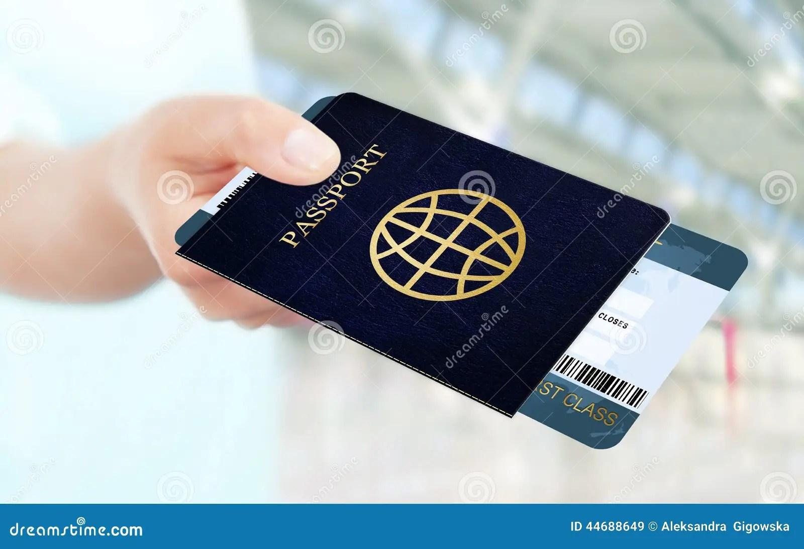 Remettez Tenir Le Billet Et Le Passeport Davion Sur L