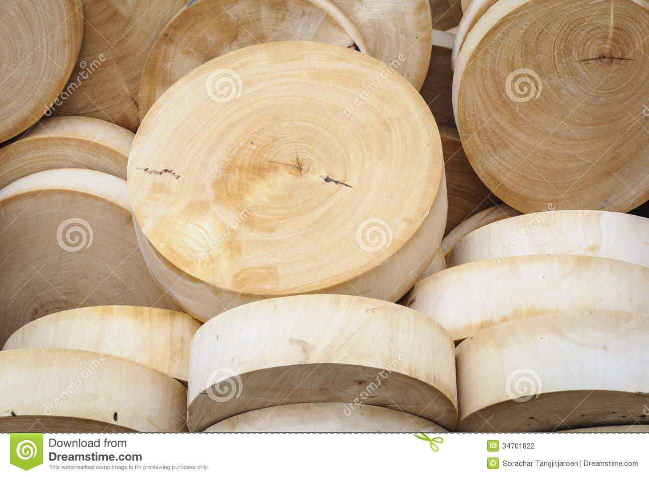 Round Wooden Cutting Boards In Market Stock Photo Image