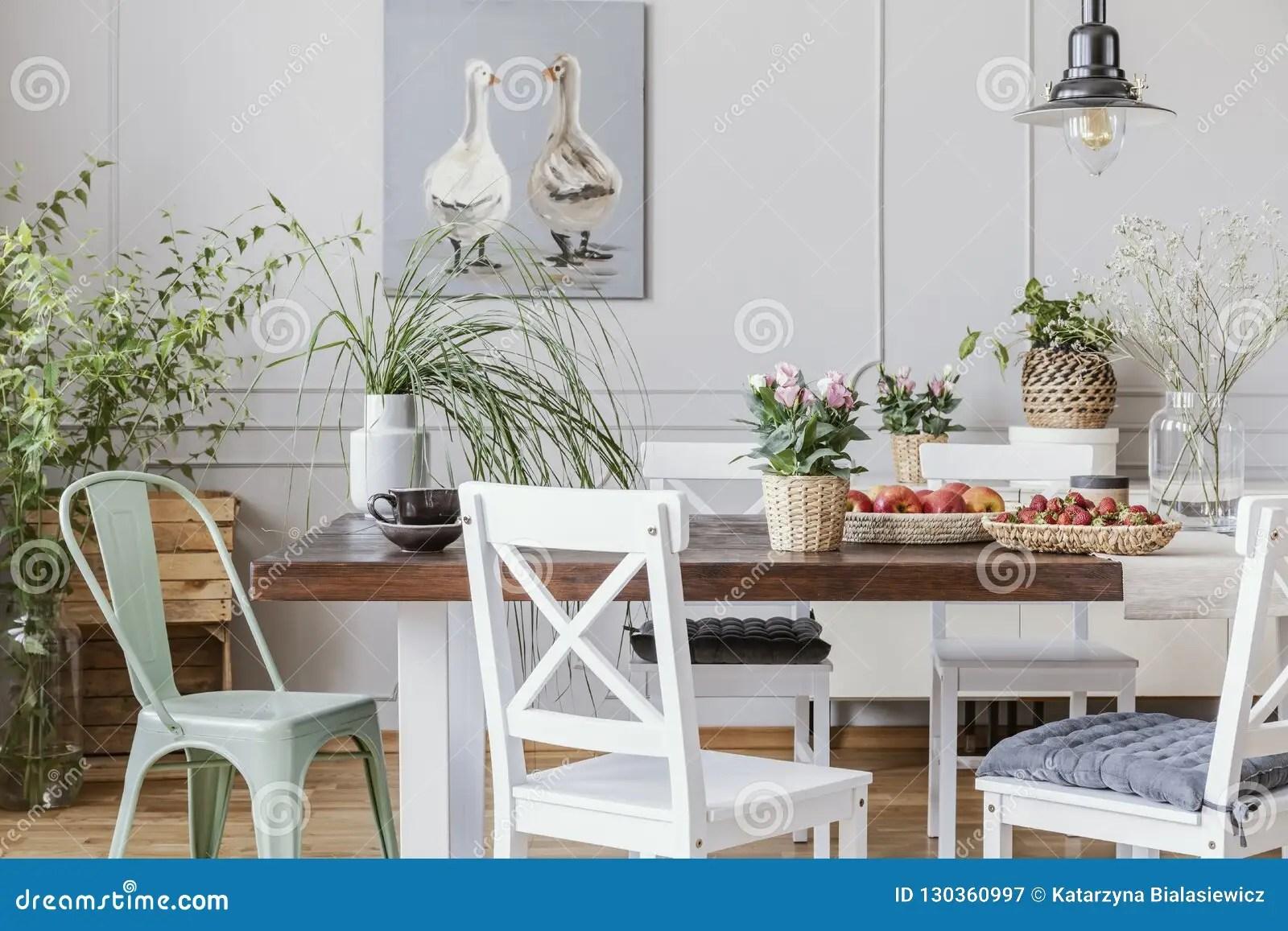 manger rustique avec la longue table