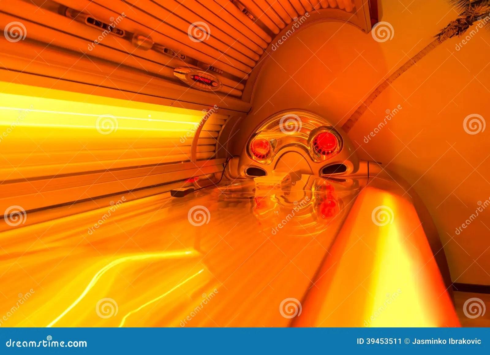 solarium de bronzage de lit a la station thermale de club de sante