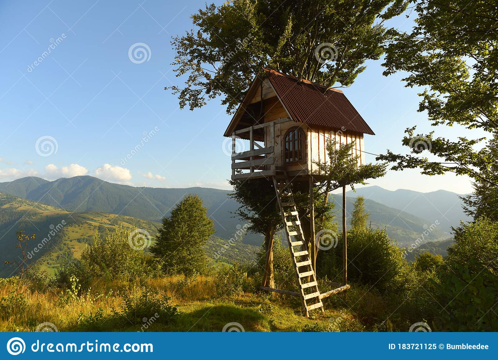 Tree House In The Mountains A Children S Treehouse Stock Image Image Of Kids Building 183721125